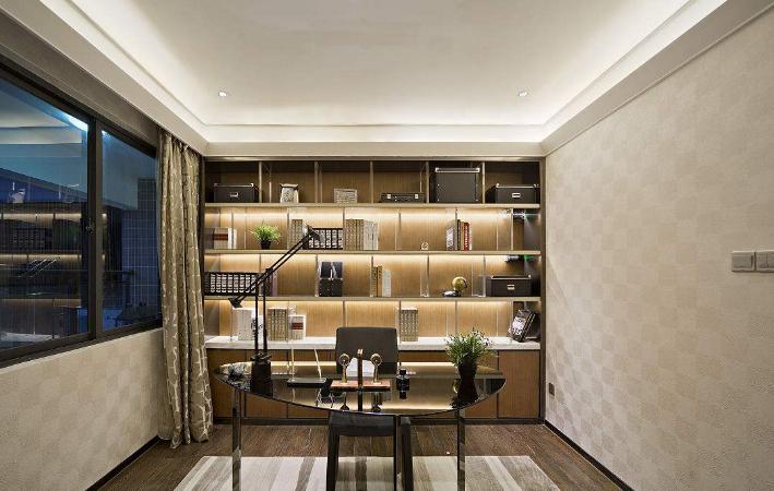 1、隔音最重要 小书房通常是由房间的边角而来的,所以环境条件未必尽如人意,尤其是声音条件方面,或许会很差。但是书房要求安静,所以在小书房装修时隔音安静是十分重要的。在装修小书房时,要选用那些隔音、吸音效果好的装饰材料,如说天棚可采用吸音石膏板吊顶,墙壁用PVC吸音板,地面铺木地板再搭上吸音效果佳的地毯等等。 2、光线要好 虽然是利用了房间的边角作为小书房,也应该是格外注重照明与采光的,作为工作和学习的场所,对于照明和采光的要很高。将工作台放在阳光充裕但不直射的窗边,电脑屏幕反光问题就解决了,同时在工作疲惫