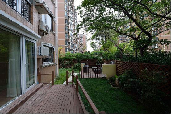 兩個香餑餑戶型:一樓帶地下室和花園,頂樓帶閣樓和露臺,怎么選